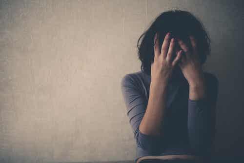 A ti, que lloras a escondidas