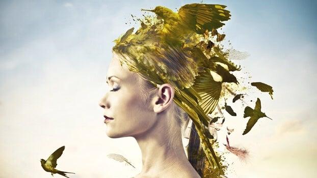 mujer con pájaros en la cabeza representando las frases de Alejandra Pizarnik