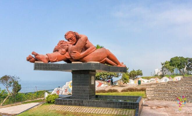 El beso representando los monumentos inspirados en el amor