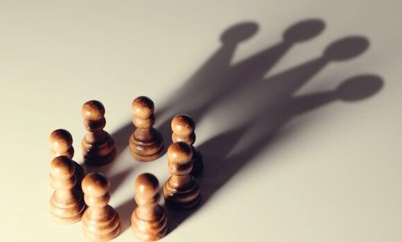 5 sesgos cognitivos que favorecen a los poderosos