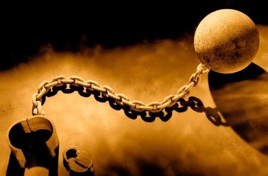 bola con grilletes representando la dialéctica del amo y el esclavo