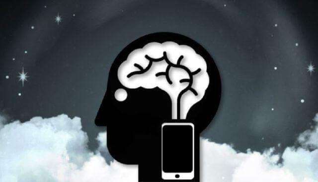 Cerebro con móvil