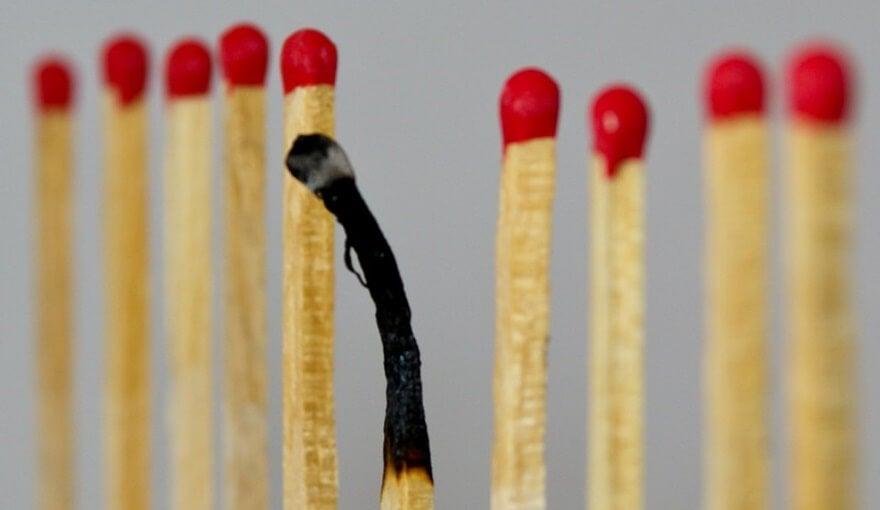 cerilla quemada debido al exceso de trabajo