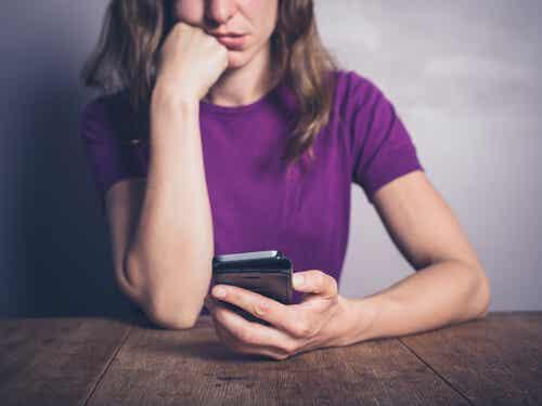 Usar Facebook reduce el bienestar emocional