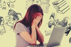 Chica que sufre pérdida de memoria por estrés