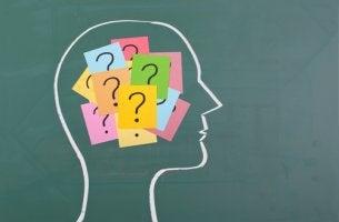 Dibujo de hombre con preguntas con preguntas en la mente para representar la memoria de testigos
