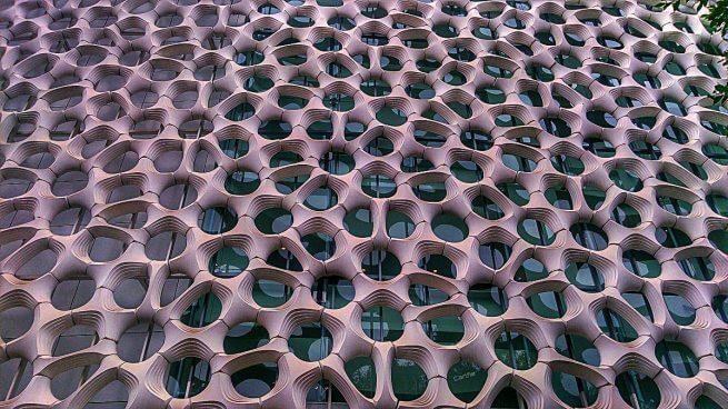 Edificio con agujeros