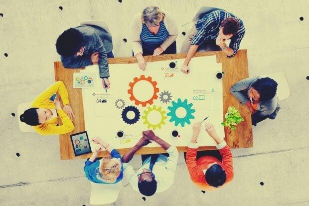 equipo de trabajo representando la representando la simplicidad inteligente