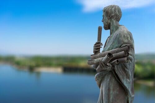 Estatua de Aristóteles para hablar de los tipos de amistad