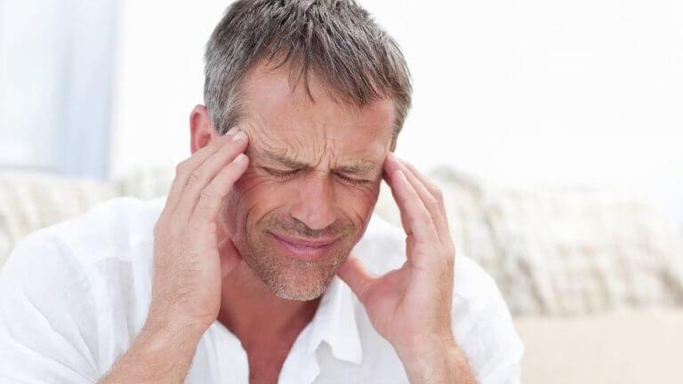 Hombre con neuralgia