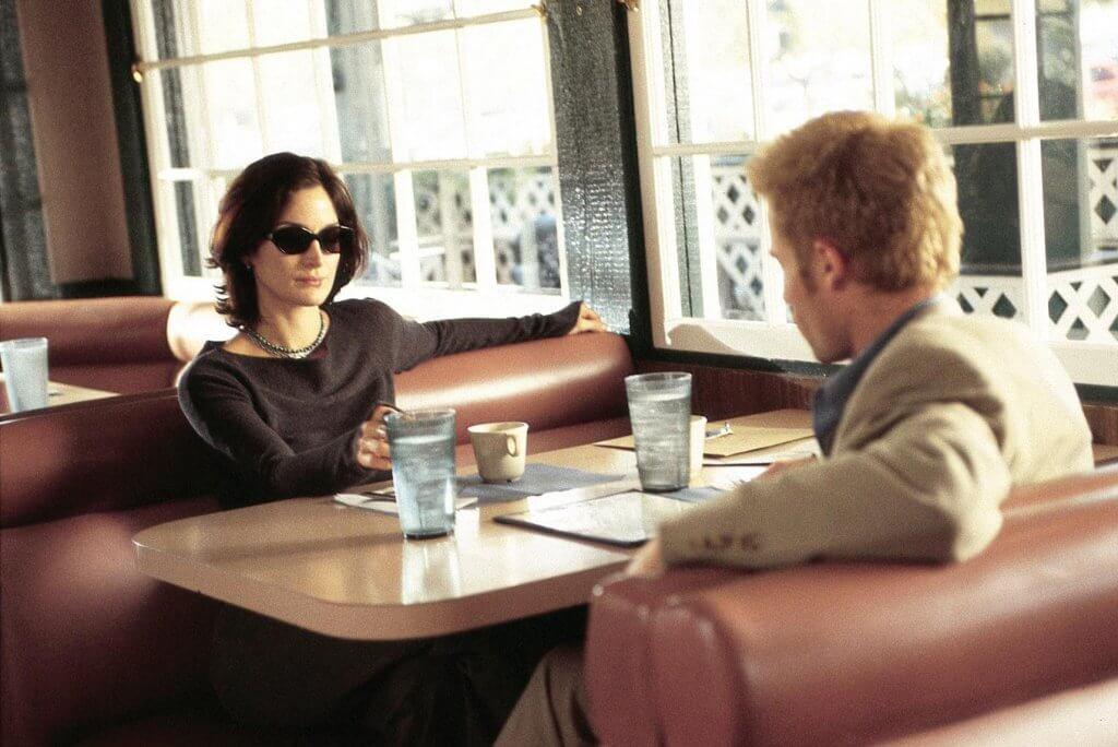 Hombre y mujer en una cafetería