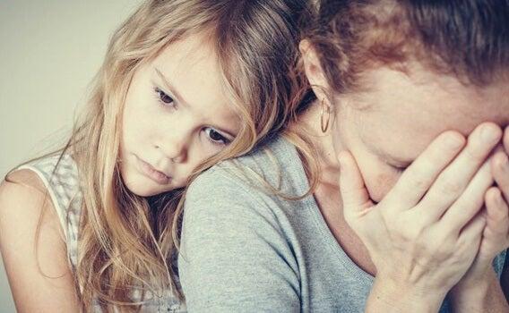Hijos de padres con personalidad paranoide: cárceles emocionales