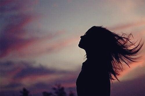 Mujer al amanecer