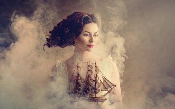 mujer con barco que aprende a pensar bien