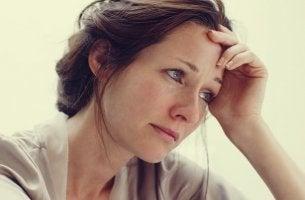mujer que sufre apatía