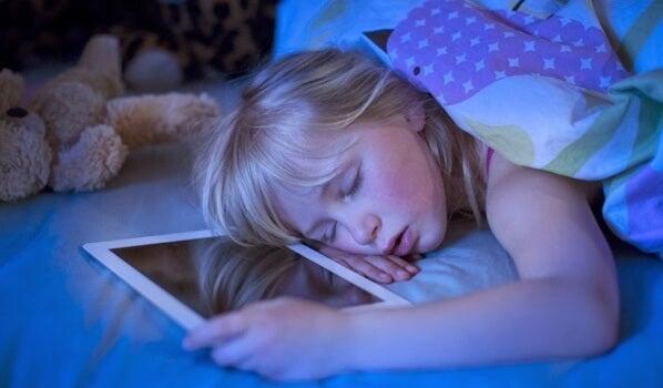 Insomnio tecnológico: pantallas que nos causan insomnio
