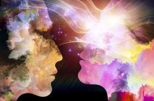rostros representando la energía que desprenden nuestras relaciones