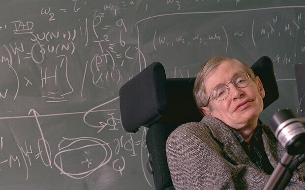 Stephen Hawking dando clase y evidenciando los Síntomas de la ELA