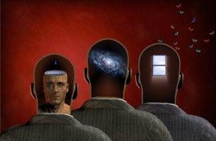 Tres cabezas de hombres para representar el cerebro triuno