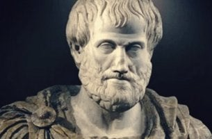 estatua simbolizando el complejo de Aristóteles
