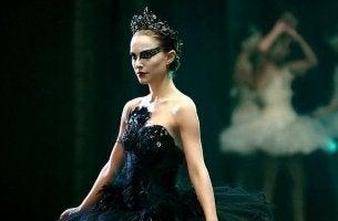 Bailarina interpretando un cisne negro