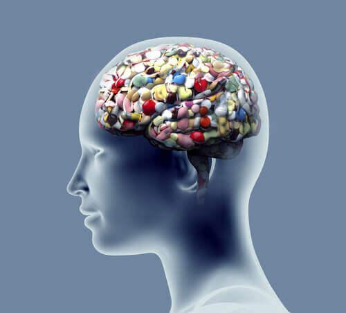 Cerebro de una persona lleno de medicamentos