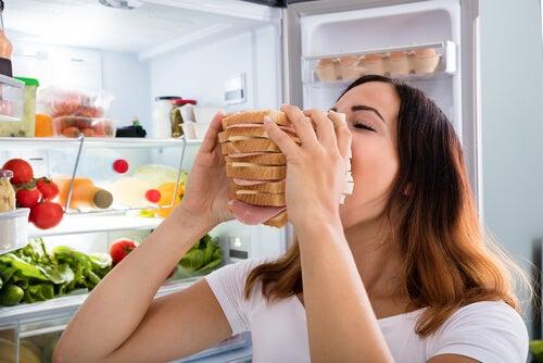 Cómo controlar el hambre por ansiedad