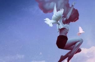 chica saltando representando a la Personalidad genuina