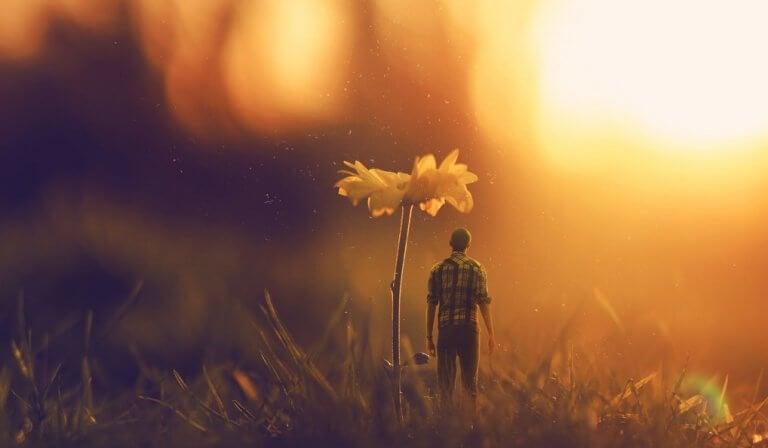 Hombre con flor