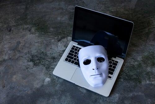 Máscara en un portátil