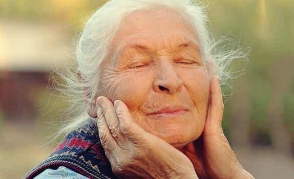 La regulación de las emociones en la vejez: clave de bienestar