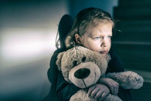 El niño abandonado: el apego desorganizado reactivo