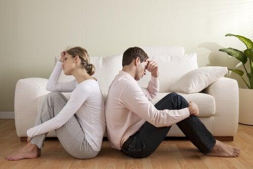 ¿Por qué algunas parejas infelices siguen juntas?