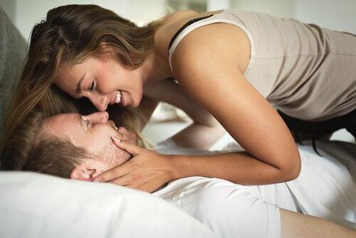 El sexo frecuente hace más fuerte una relación de amor