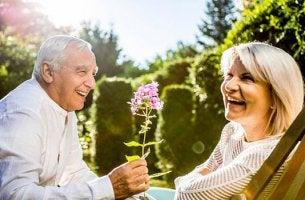 pareja representando la La inteligencia emocional en las personas mayores