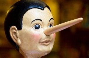 Pinocho simbolizando el cerebro de un mentiroso