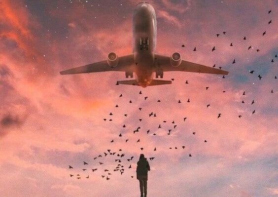 chico bajo un avión simbolizando que de todo se sale