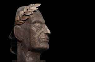 Escultura para representar el egotismo