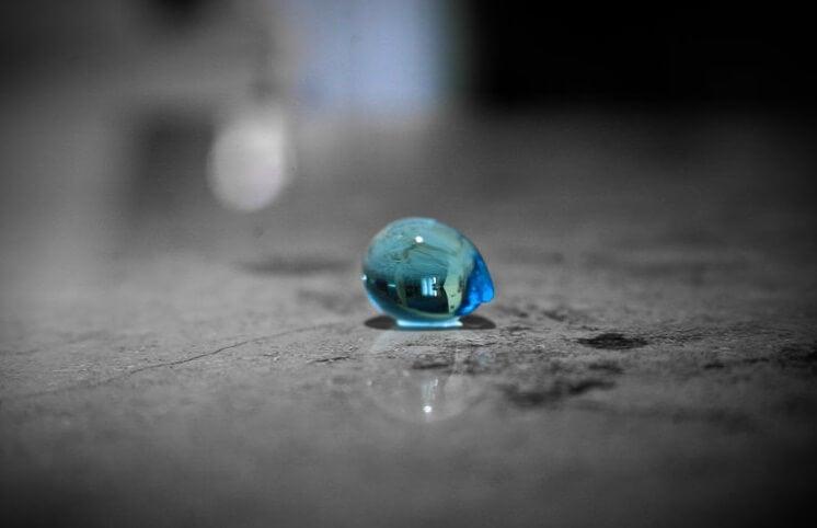 gota de agua simbolizando el sentimiento constante de abandono