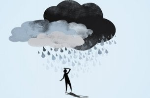 Hombre con nube que experimenta la pérdida de memoria por depresión