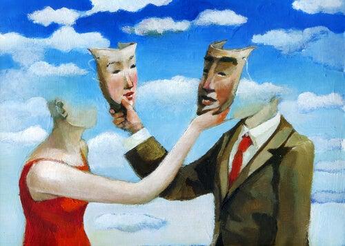 Personas intercambiando máscaras