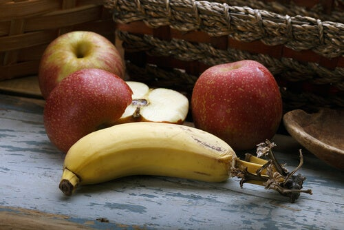 Plátano con manzanas