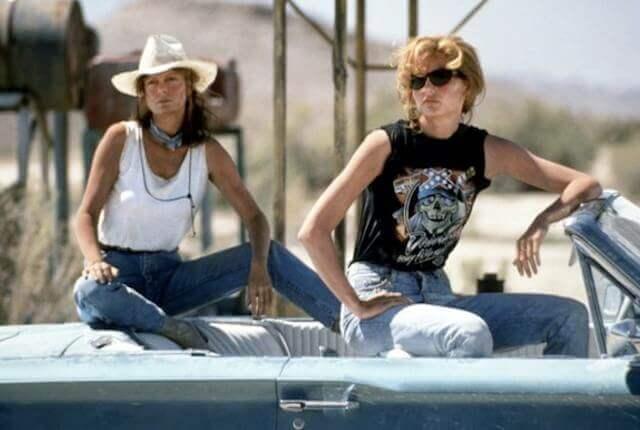 Thelma y Louise sentadas