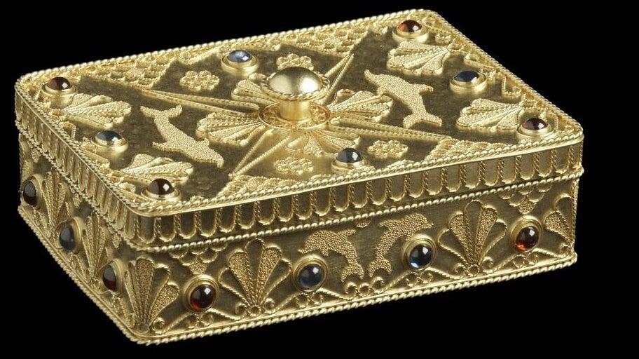 caja conteniendo el mensaje dorado