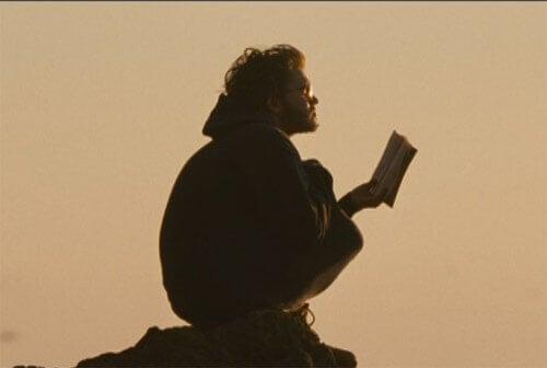 Christopher leyendo un libro
