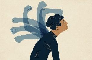 Hombre con muchos brazos en su espalda criticándose