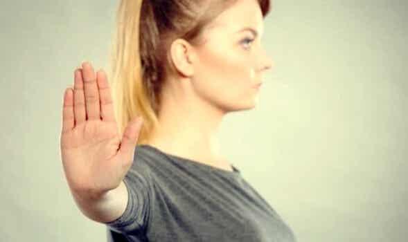 La indiferencia asertiva, qué es y cómo funciona