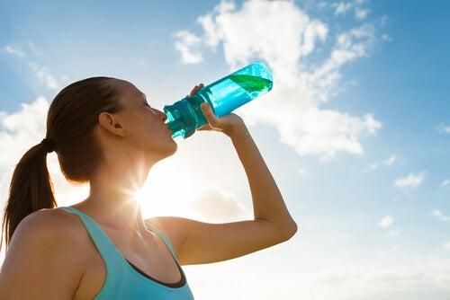 5 motivos por los que debes beber agua según la ciencia