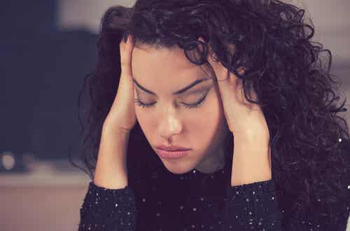 ¿Por qué tengo tanto sueño? Causas y soluciones