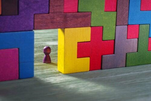 Muñeco hecho con piezas de tetris
